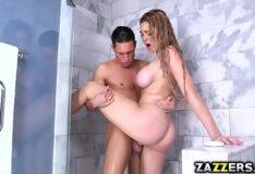 Comendo cunhada novinha pelados no banheiro